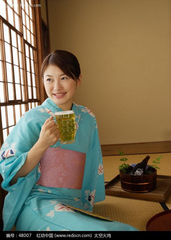 日本女人_日本风俗日本女人脱下和服很骚