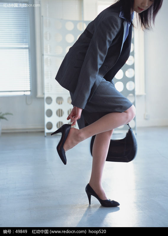 穿高跟鞋美女图片
