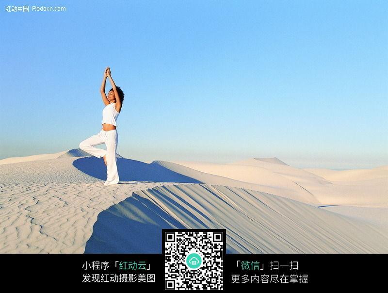 沙漠美女图片编号:72954