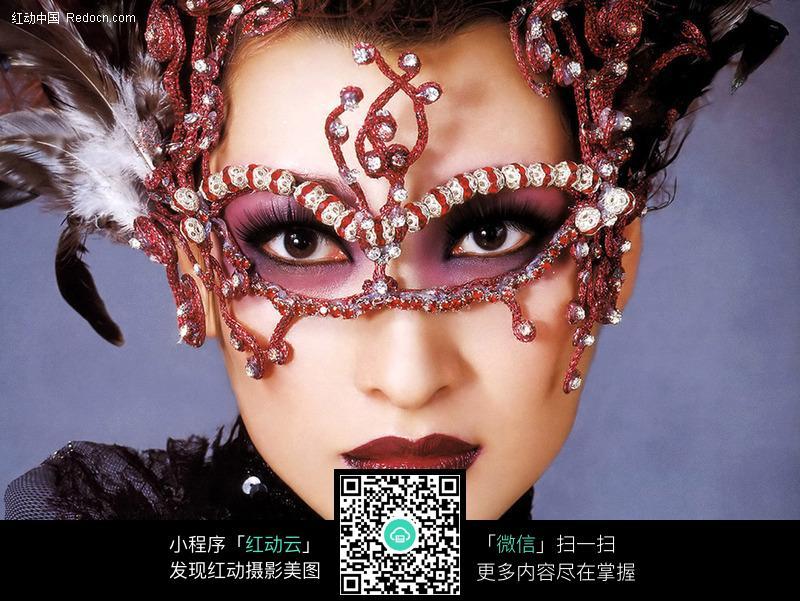 戴着面具的女人