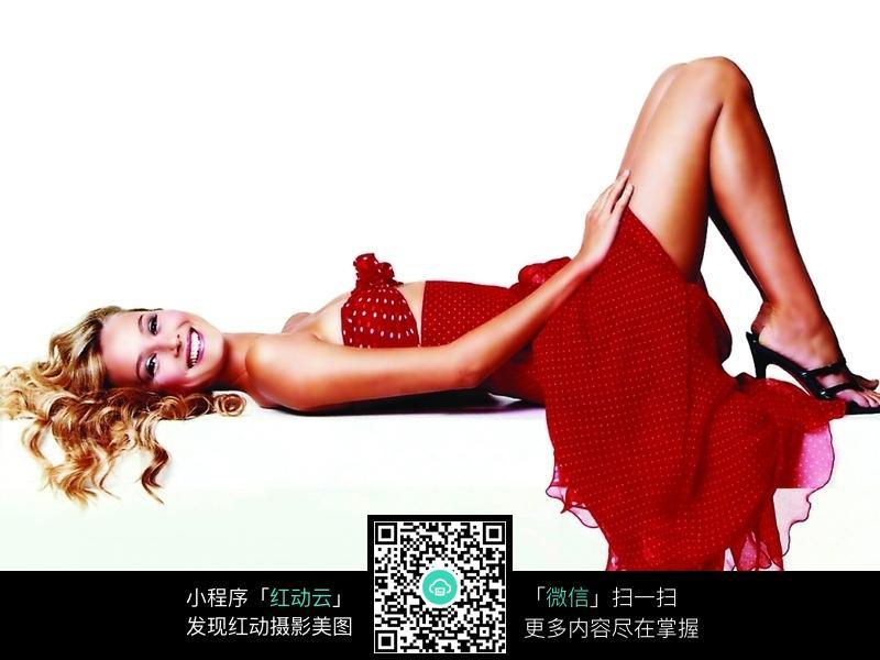 红色晚礼服美女图片编号:117596 女性女人