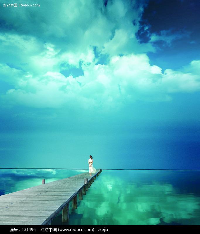 关键词:海天一色美女木桥自然风光风景图片