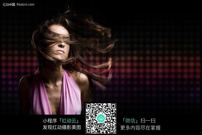 下载《激情时尚外国美女图片》三星图片