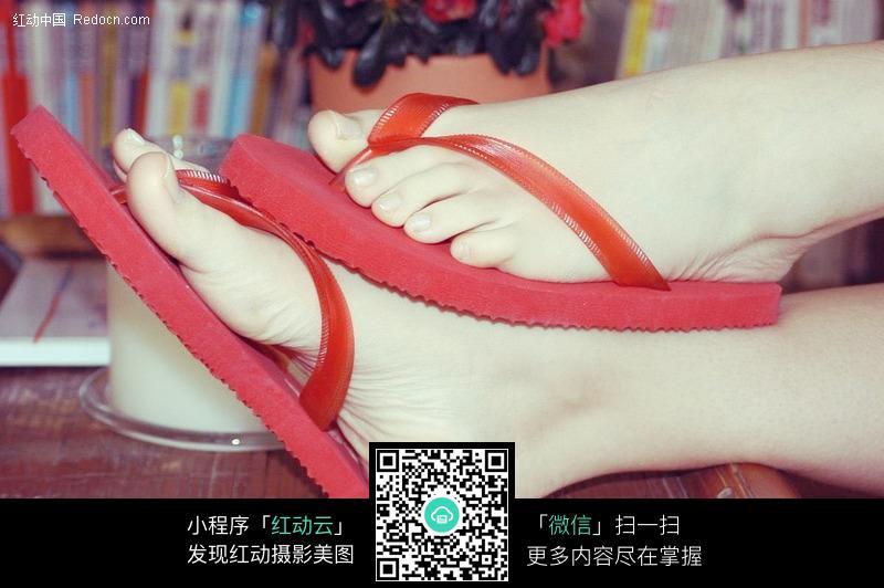 美女拖鞋脚模