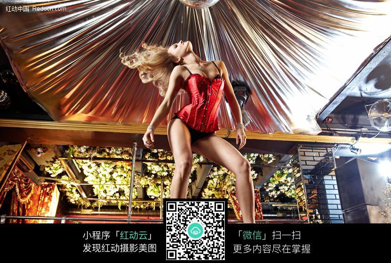 激情性感钢管舞女图片-人物图片素材|图片库|图