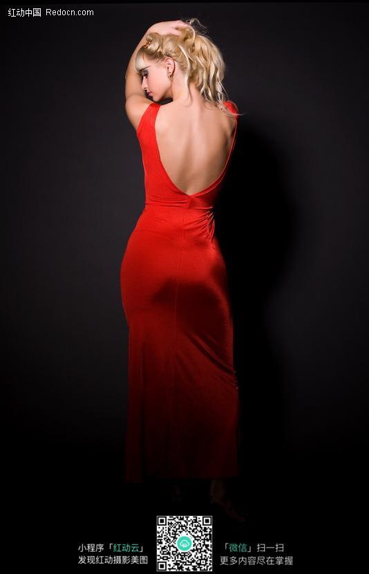 身穿红色长裙的外国性感美女背影图片 人物图片素材 竖