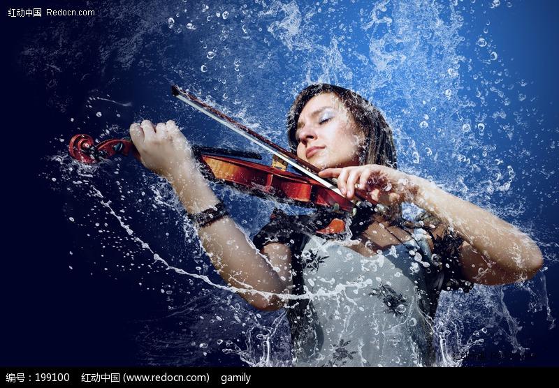 水花包围的拉小提琴美女图片编号:199100