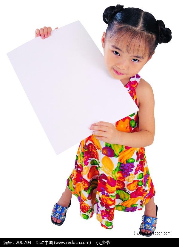 手里拿着白纸的图片_跪求女生手里拿着白纸的女生图片