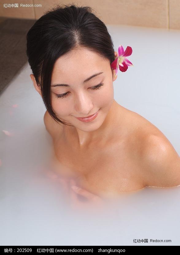泡浴中的美女图片编号:202509