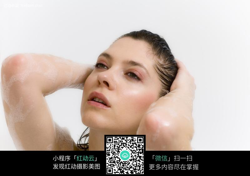 沐浴的外国美女图片编号:202853