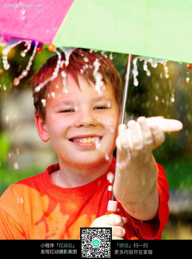 情侣雨天撑伞唯美图片图片 下雨天女生撑伞图片,雨天撑伞忧-雨天