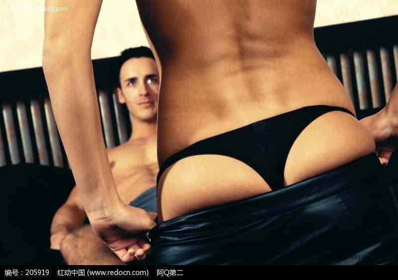 男人面前脱裤子的女人图片 人物图片素材|图片