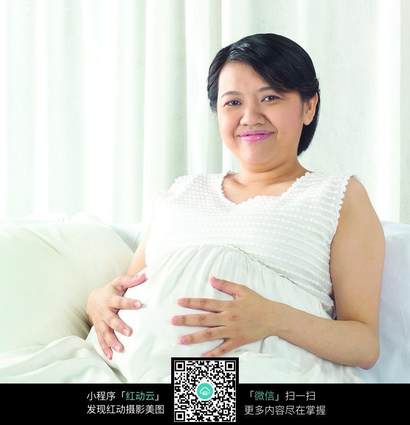 大肚子美女图片女人