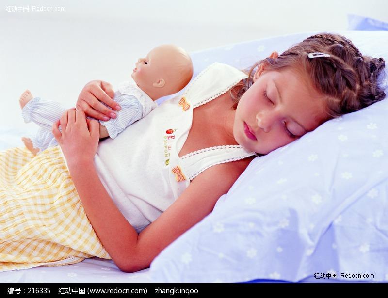 熟睡中的小女孩