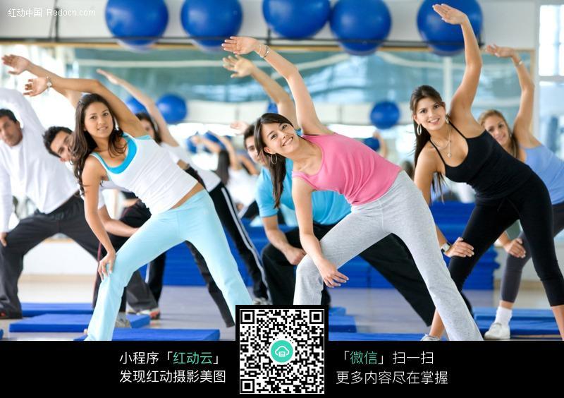 健身_美体休闲健身弯腰舞蹈健美操外国运动人物健身