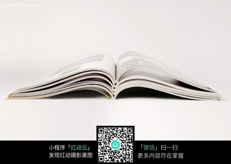 翻开平铺的书本图片 280127 办公学习