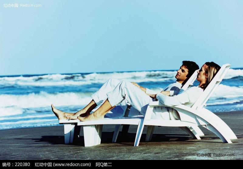 躺在海边沙滩椅子上的外国男女图片 编号 220380 新人情侣 人物图片