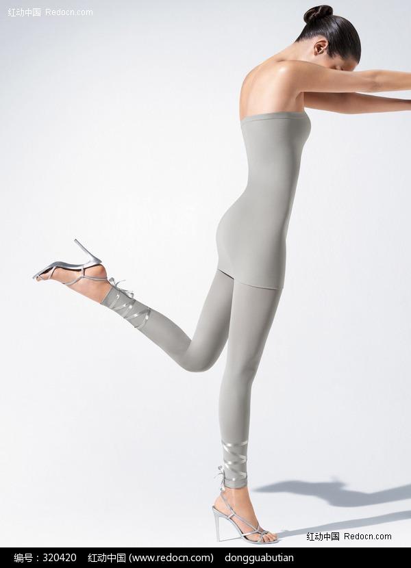 美女穿袜全过程图片_裤袜美女_美女穿连裤袜全过程 ...