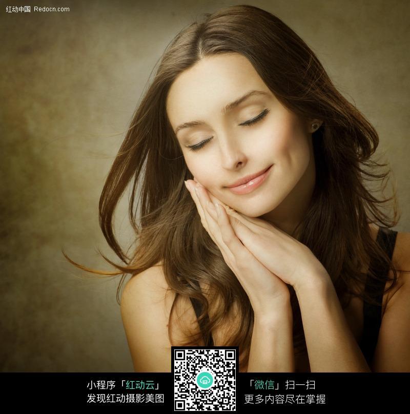 微笑的美女设计图片