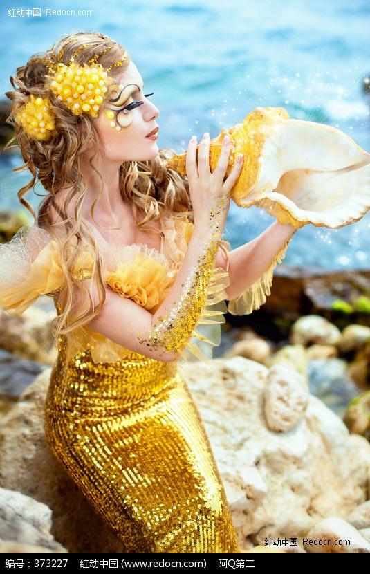 拿着海螺的美人鱼美女图片编号:373227 竖
