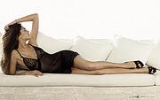 躺在沙发上的性感美女