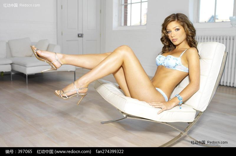 躺在椅子上的美女图片编号:397065