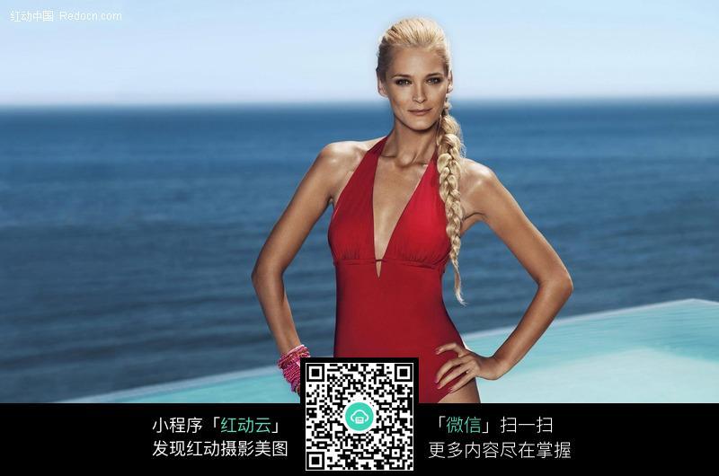 双手叉腰的泳衣美女图片编号:418827 女性女