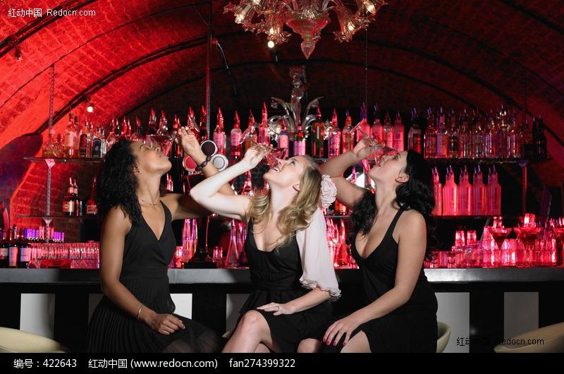 关键词:狂欢派对干杯欢笑酒吧喝酒美女国外性感美女