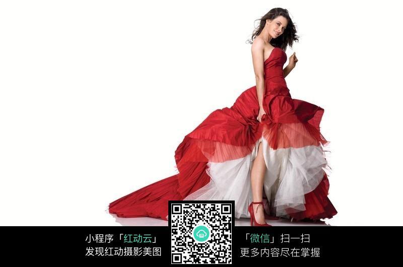 穿红色礼服的外国美女图片编号:442359