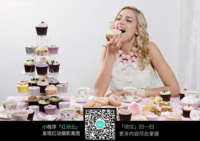 吃蛋糕的外国美女图片编号:444813