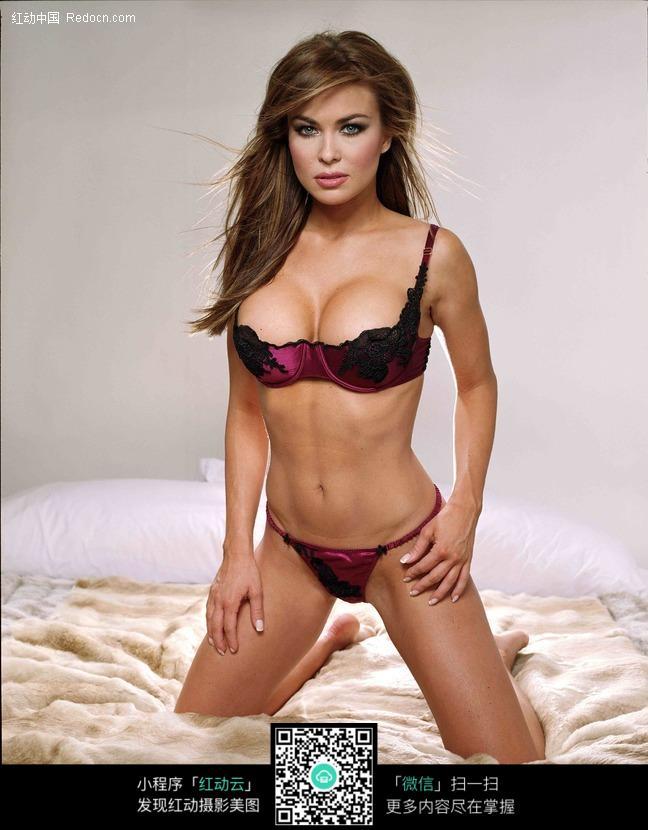 床上的外国美女图片编号:478633