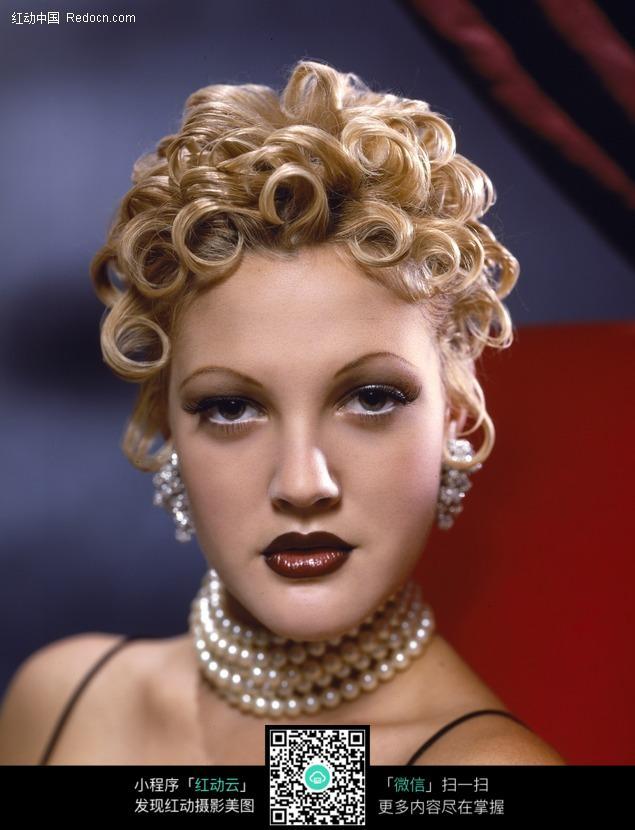 金色卷发的外国美女图片编号:499763 竖