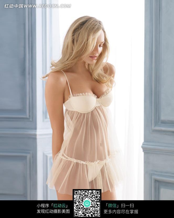 穿透明睡衣的外国美女设计图片