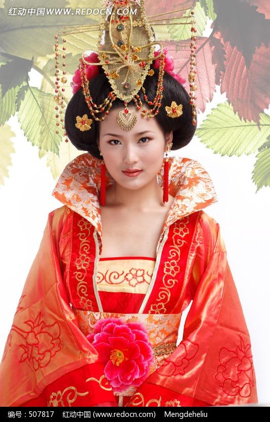 穿宫廷服饰的古装美女图片