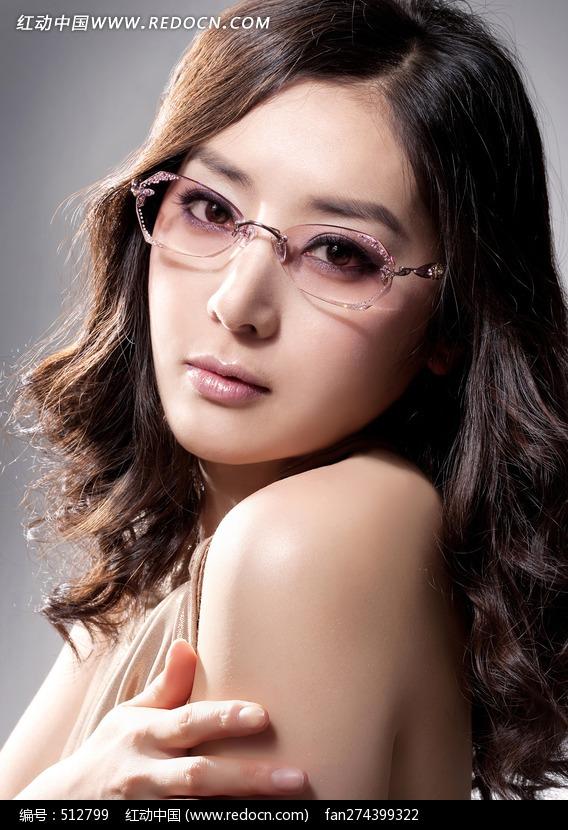 戴眼镜的东方美女图片编号:512799
