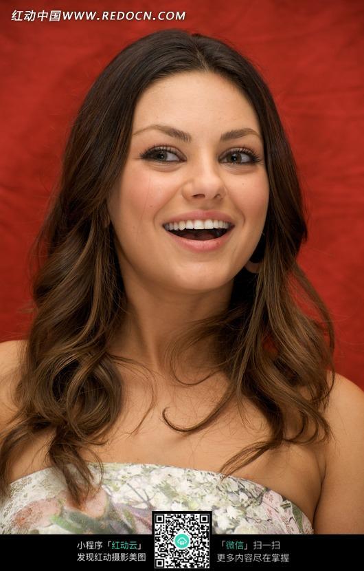 张嘴微笑的外国美女图片编号:513517