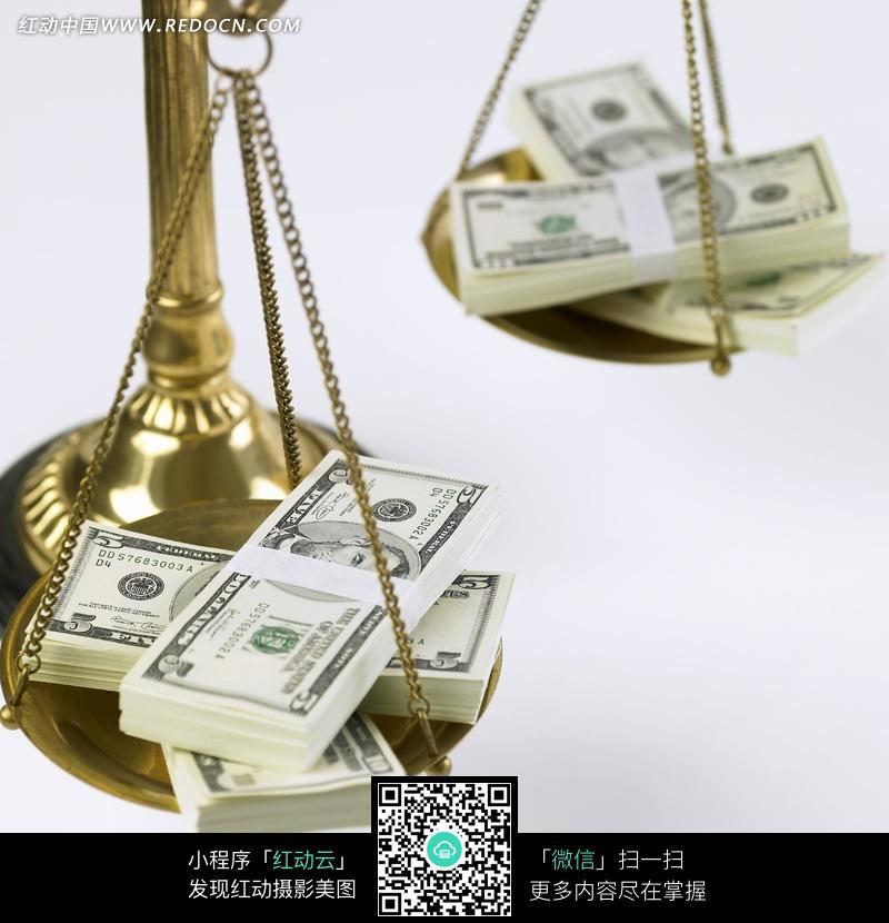 放在秤上面的美金图片编号:536071 金融货币
