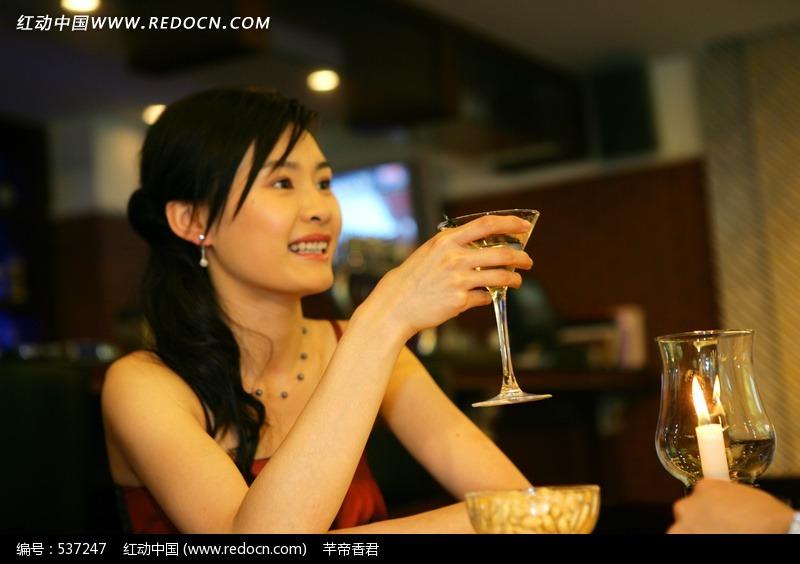喝酒的美女图片编号:537247