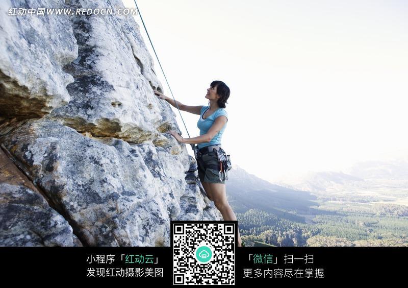 攀岩的外国美女设计图片