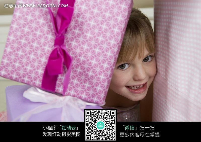 害羞的小女孩图片编号:544679