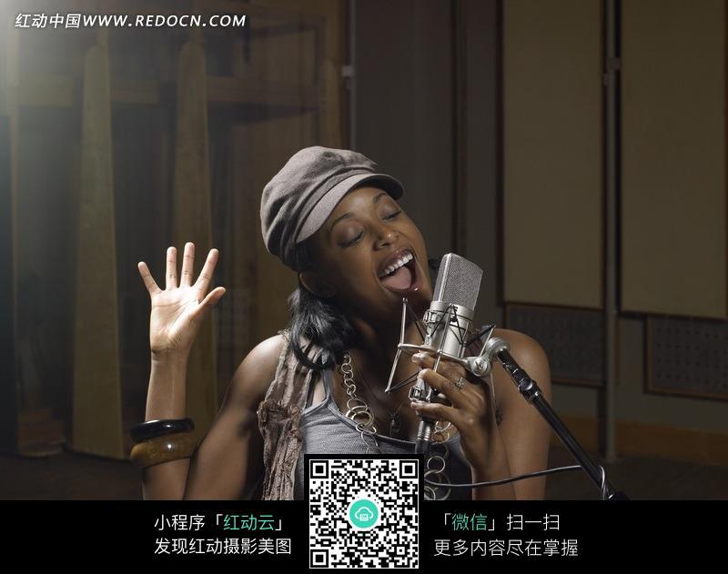 动情歌唱的黑人美女图片 生活用品|日常生活图