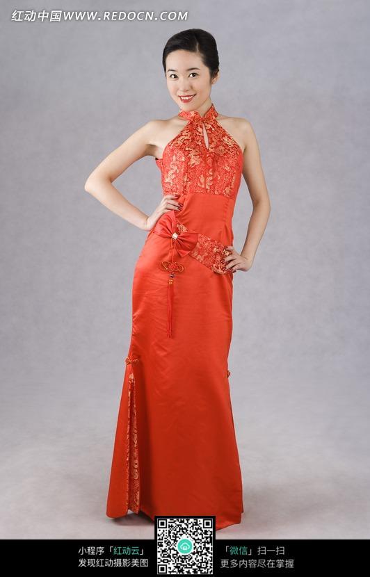 中国风红色蝴蝶结旗袍美女模特