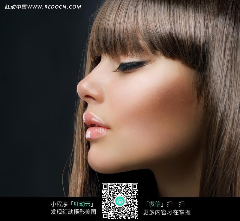 柔顺长发外国美女图片(编号:572869)
