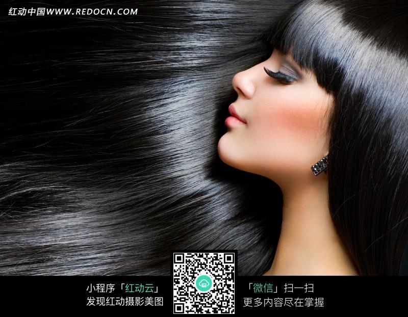 闭着眼睛的黑发秀发美女侧面图片 人物图片素