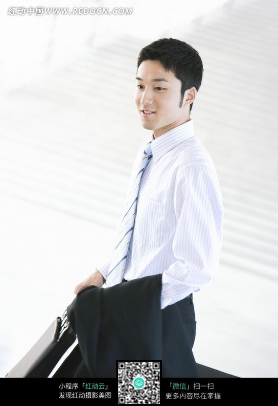 手拿公文包的商务男士图片(编号:579743)