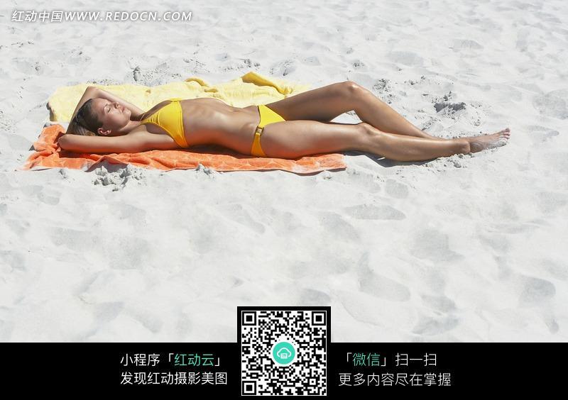 美女沙滩阳光浴图片 人物图片素材 图片库 图库