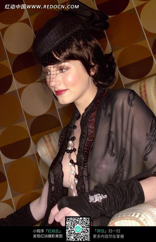 穿透视装戴帽子的外国美女设计图片