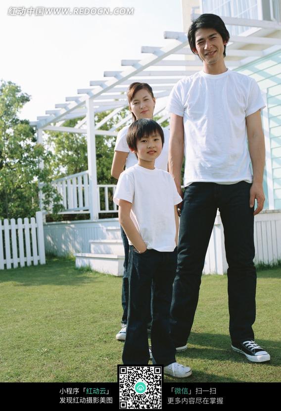 一家三口 摆 姿势 拍摄图 图片 人物 图片 素材 图片