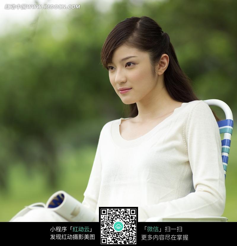 椅子上的女模特照片图片编号:717471 女性女
