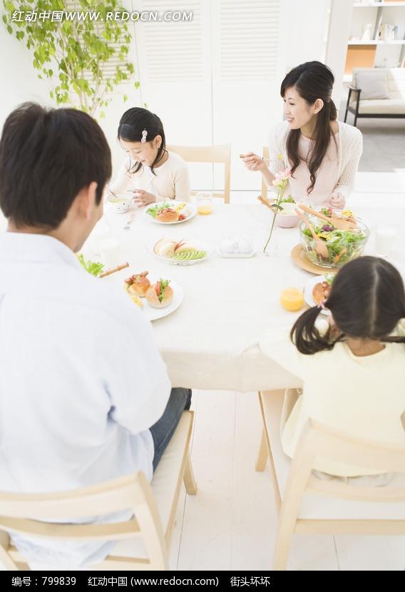 一家人的图片简笔画 一家人温馨的图片卡通一家人